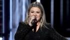 """Kelly Clarkson sobre los tiroteos: """"Los momentos de silencio no están funcionando"""""""