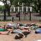 Protestan tras tiroteo en Texas haciéndose los muertos