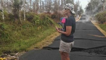 Residentes en Hawai luchan contra bombas de lava