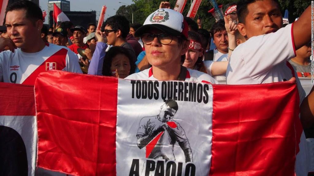 Miles de personas tomaron las calles de Lima en protesta, culminando en una muestra de unidad en el Estadio Nacional. (Crédito: Carlos Garcia Granthon/Fotoholica Press/LightRocket via Getty Images)