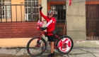 El peruano que quiere llegar a Rusia 2018 en bicicleta