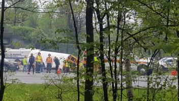 """Alan Fulton capturó imágenes de las autoridades que respondieron al accidente de autobús en el condado de Morris, Nueva Jersey. """"La escena fue tan horrible como creías que sería con un autobús lleno de niños arrancados del bastidor"""", le dijo Fulton a CNN."""