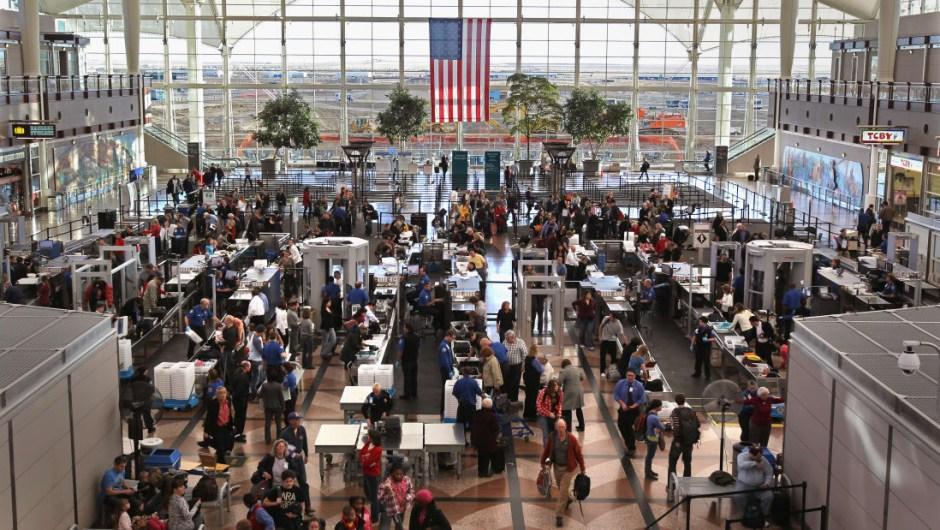 El aeropuerto más grande (por área desarrollada para usos aeroportuarios): Denver International tiene un área de 13,726 hectáreas. En comparación, London Heathrow, el aeropuerto más activo de Europa, ocupa solo 1.227 hectáreas.