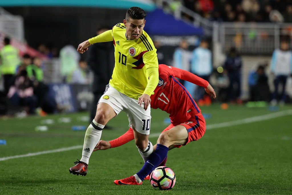 SUWON, SOUTH KOREA - NOVEMBER 10:  James Rodriguez of Colombia compete for the ball with Lee Jae-Sung of South Korea during the international friendly match between South Korea and Colombia at Suwon World Cup Stadium on November 10, 2017 in Suwon, South Korea.  (Photo by Chung Sung-Jun/Getty Images)