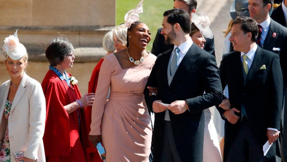 La tenista Serena Williams y su marido, Alexis Ohanlan, ambos amigos de Meghan Markle, a su entrada al palacio de Windsor. (Crédito: ODD ANDERSEN/AFP/Getty Images)