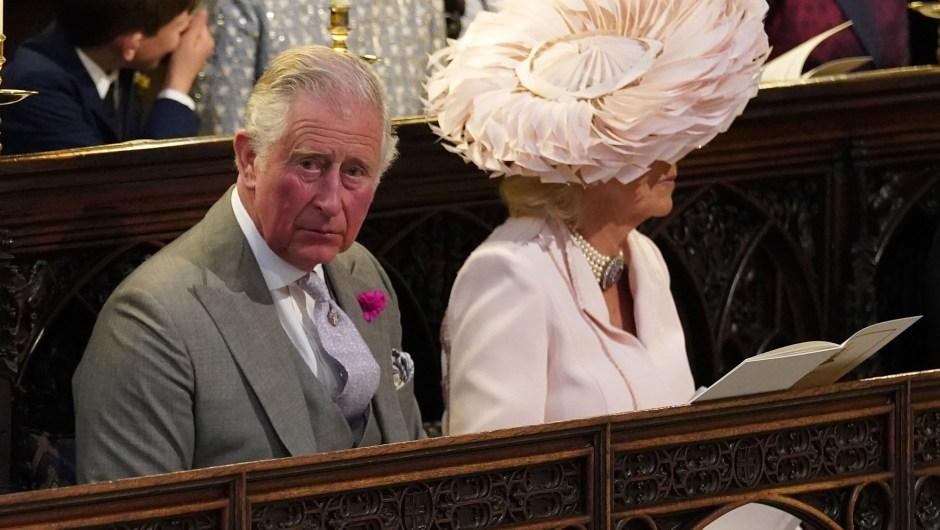 El príncipe Carlos y Camilla, en el interior de la capilla de San Jorge. (Crédito: JONATHAN BRADY/AFP/Getty Images)