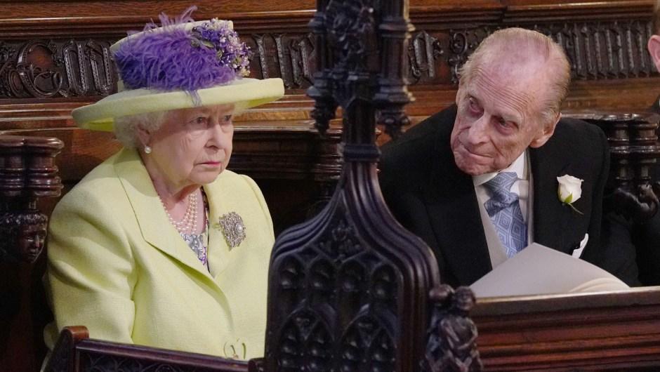 La reina de Inglaterra, Isabel II, junto a su esposo, el príncipe Felipe, sentados en la capilla de San Jorge. (Crédito: JONATHAN BRADY/AFP/Getty Images)