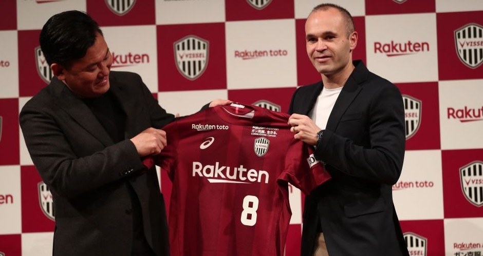 Andrés Iniesta firma con el club japonés Vissel Kobe