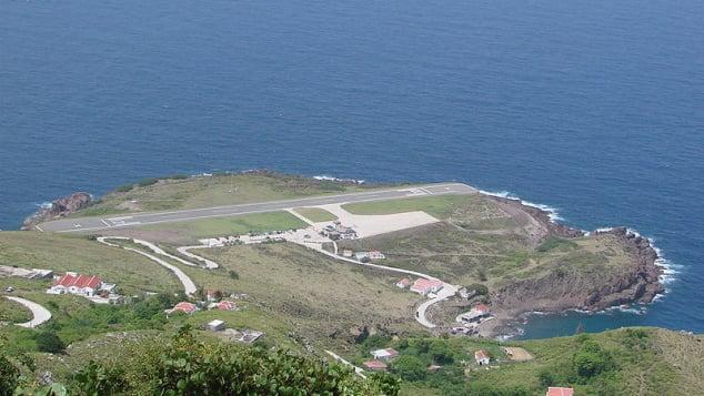 La pista del aeropuerto Juancho E.Yrausquin tiene solo 400 metros de largo.