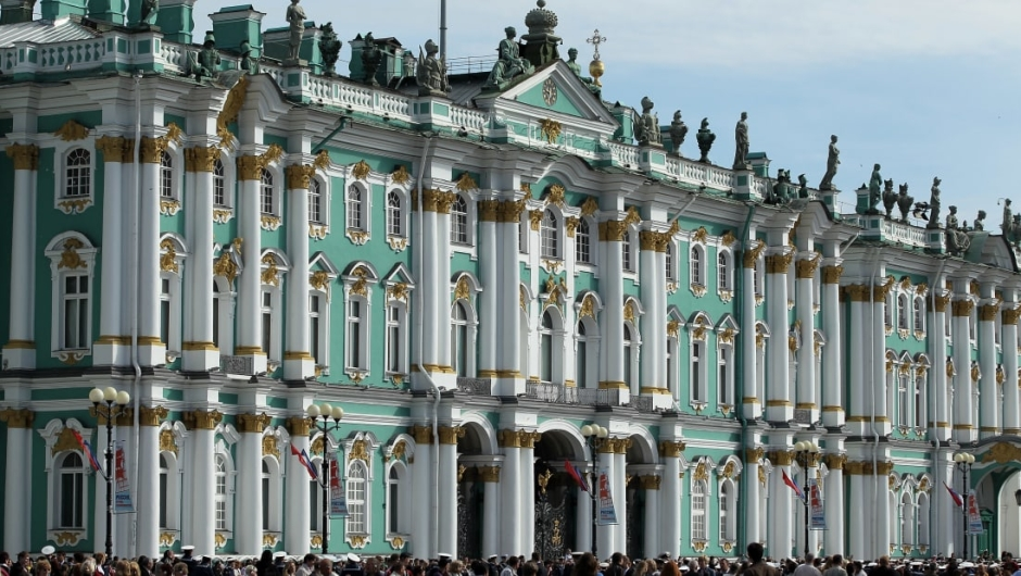 15. Museo Estatal del Hermitage, San Petersburgo: Fundado en 1764 para albergar una colección adquirida por la emperatriz rusa Catalina la Grande, este imponente museo alberga más de tres millones de obras de arte y artefactos culturales.
