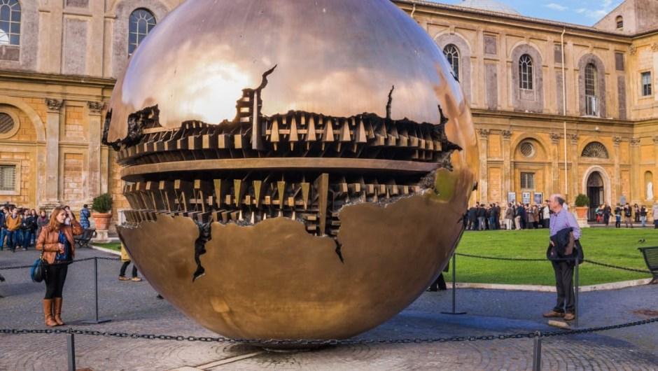 5. Museos del Vaticano, Ciudad del Vaticano: Los Museos del Vaticano cuentan con arte y artefactos culturales reunidos por papas a lo largo de los siglos.