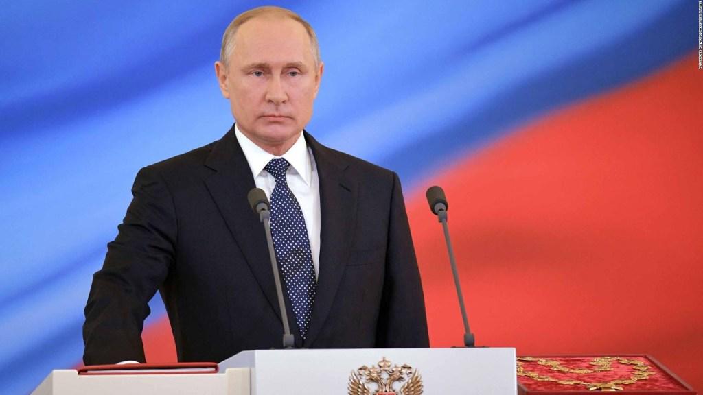 Putin enseña su torso trabajado en sus vacaciones de pesca