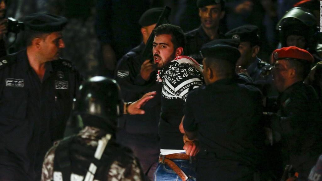 Medidas de austeridad generan violentas protestas en Jordania