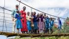 Dos héroes de CNN se unen para ayudar a una aldea en Kenya