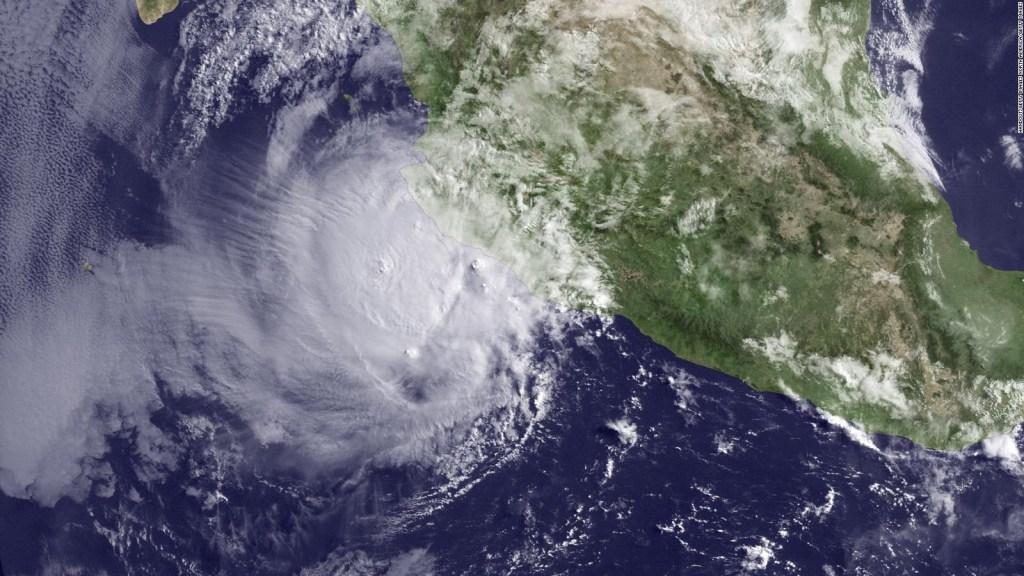 Huracán Bud alcanzaría categoría 4 en su camino a Baja California