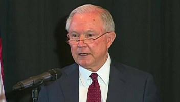 Sessions explica política inmigratoria con la Biblia
