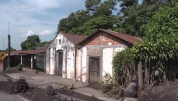 Vivir junto al Volcán de Fuego ante la falta de vivienda