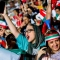 Fanáticas iraníes felices por presenciar un juego en estadio de fútbol