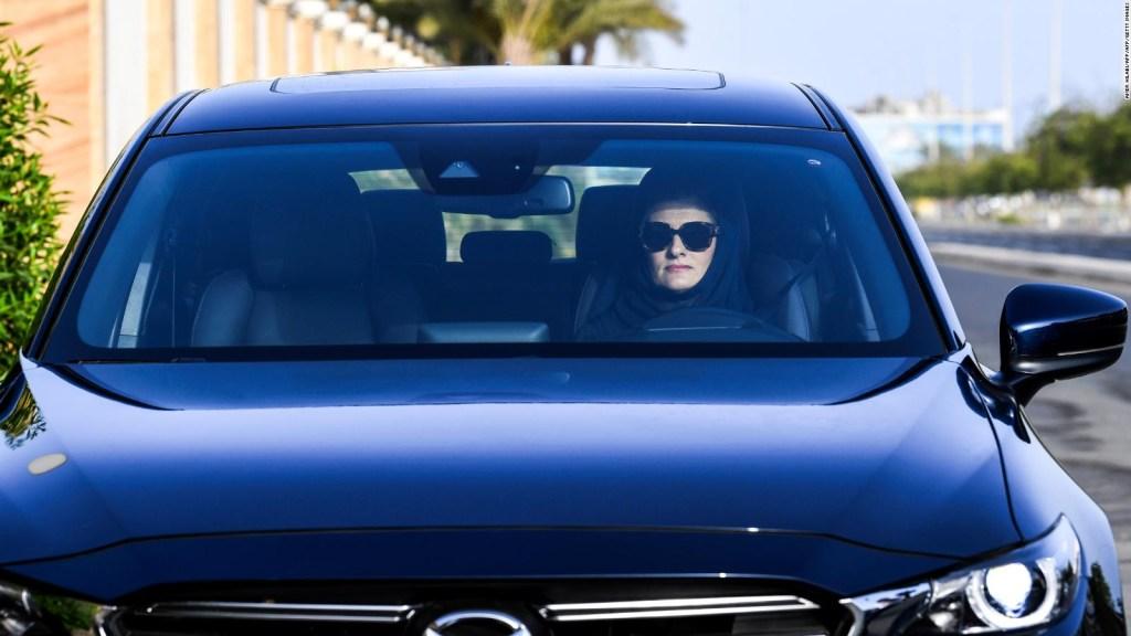 Conductora en Arabia Saudita: Es emocionante y está cambiando mi vida