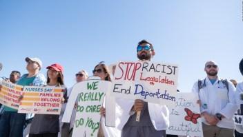 ¿Desalientan la inmigración las duras políticas de Trump?