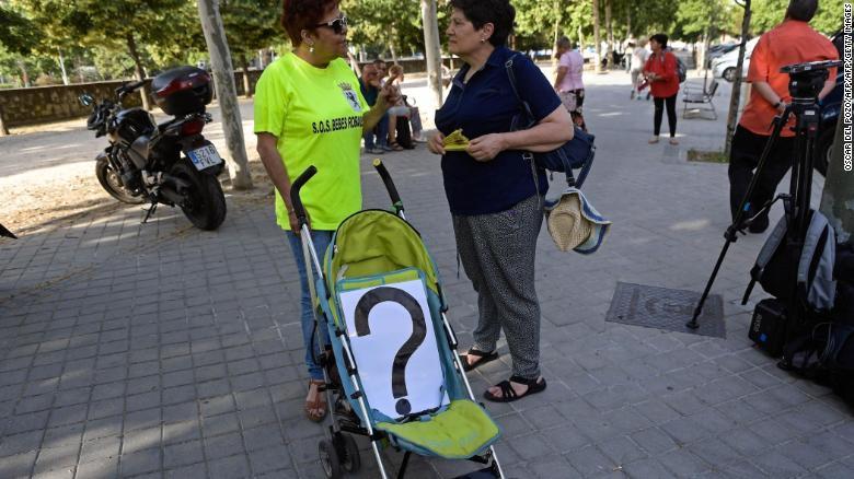 Una de las manifestantes, con un carrito de bebé.