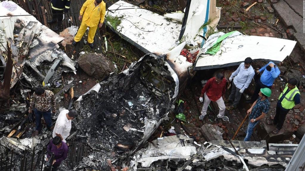 Aeronave se accidenta en zona residencial de Mumbai