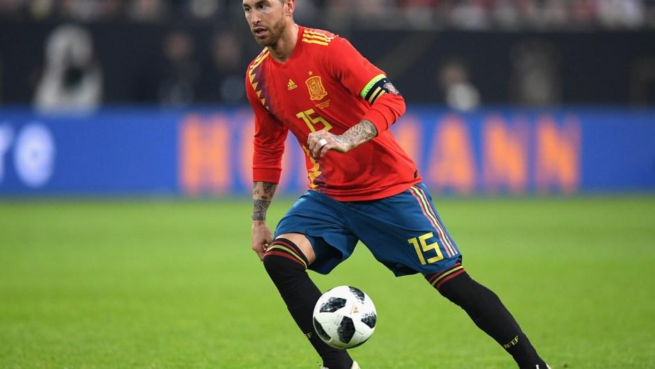 De los 15 internacionales del Real Madrid, seis jugarán con la Selección Española. En la imagen, Sergio Ramos, capitán del conjunto nacional, en un partido amistoso contra Alemania. (Crédito: Matthias Hangst/Bongarts/Getty Images)