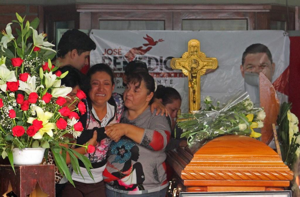 Funeral de Jose Remedios Aguirre, candidato de Morena asesinado a mediados de mayo. (Crédito: GUSTAVO BECERRA/AFP/Getty Images)