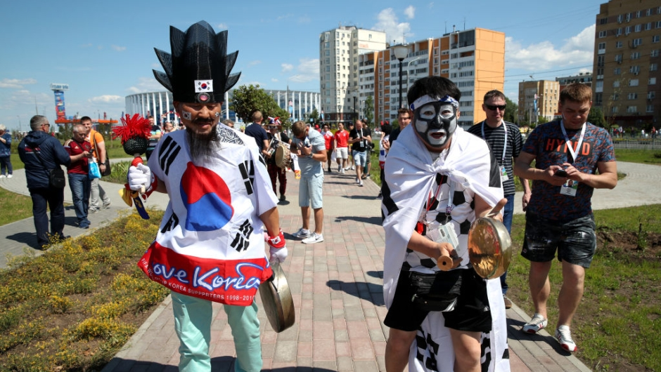 NIZHNIY NOVGOROD, RUSSIA - JUNE 18: Korea Republic fans enjoy the pre match atmosphere during the 2018 FIFA World Cup Russia group F match between Sweden and Korea Republic at Nizhniy Novgorod Stadium on June 18, 2018 in Nizhniy Novgorod, Russia. (Photo by Clive Brunskill/Getty Images)