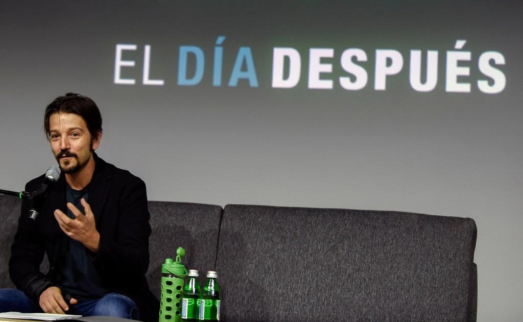 El actor mexicano Diego Luna habla en la presentación del proyecto 'El Día Después', que aglutina a varias personalidades del país ante las elecciones en México. (Crédito: ALFREDO ESTRELLA/AFP/Getty Images)