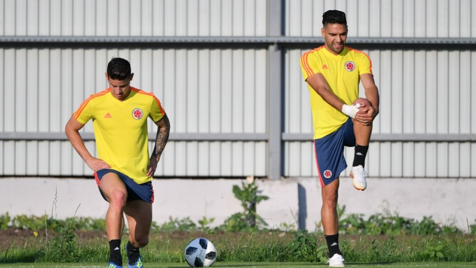 Colombia's forward James Rodriguez (L) and teammate forward Falcao attend a training session on the eve of the Russia 2018 World Cup Group H football match between Colombia and Senegal, on June 27, 2018 in Samara. (Photo by Emmanuel DUNAND / AFP) (Photo credit should read EMMANUEL DUNAND/AFP/Getty Images)