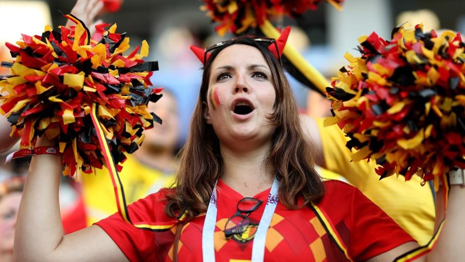 Una fanática de Bélgica disfruta del ambiente previo al partido contra Inglaterra. (Crédito: Ryan Pierse/Getty Images)