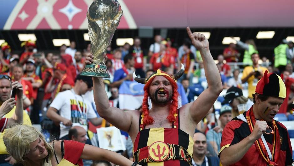 Fanáticos de Bélgica en ambiente festivo previo al encuentro contra Inglaterra. (Crédito: OZAN KOSE/AFP/Getty Images)