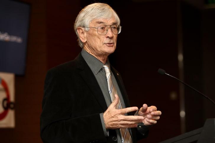 El empresario Dick Smith en una conferencia de prensa 2017 en Sydney, Australia. (Crédito: Mark Kolbe)