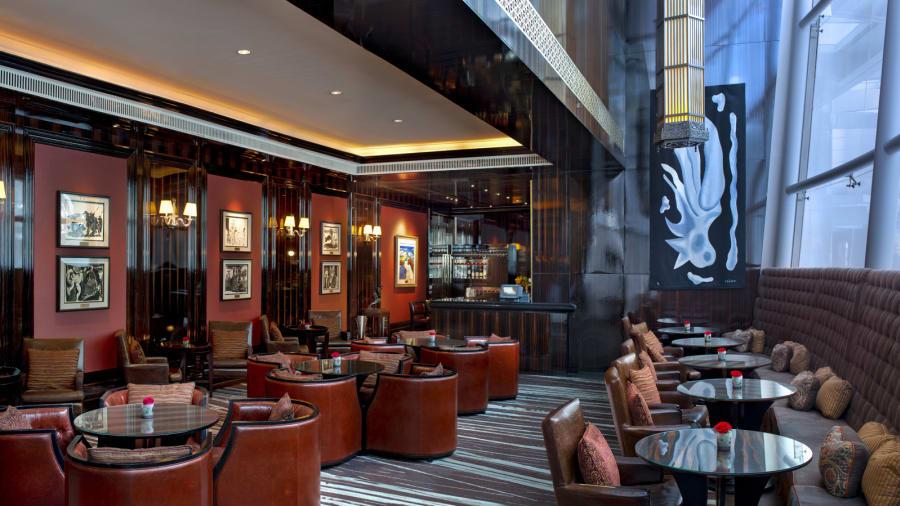El Astor Bar es donde Kim puede pedir el cóctel exclusivo de St. Regis: un Bloody Mary.