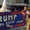 Cartel que acusa a Trump de racistaCartel que acusa a Trump de racista