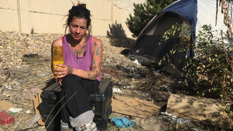 En septiembre, CNN encontró a Champ, adicta a la heroína y viviendo en la calle.