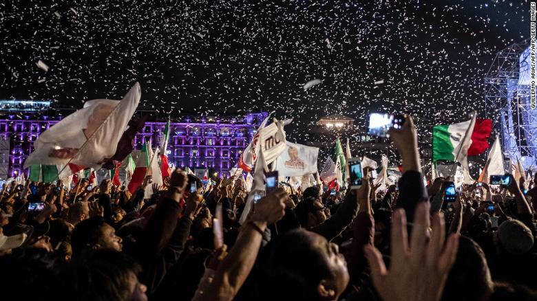 López Obrador lideró por más de 20 puntos en las encuestas preelectorales, ya que los mexicanos expresaron una gran insatisfacción con los principales partidos políticos.