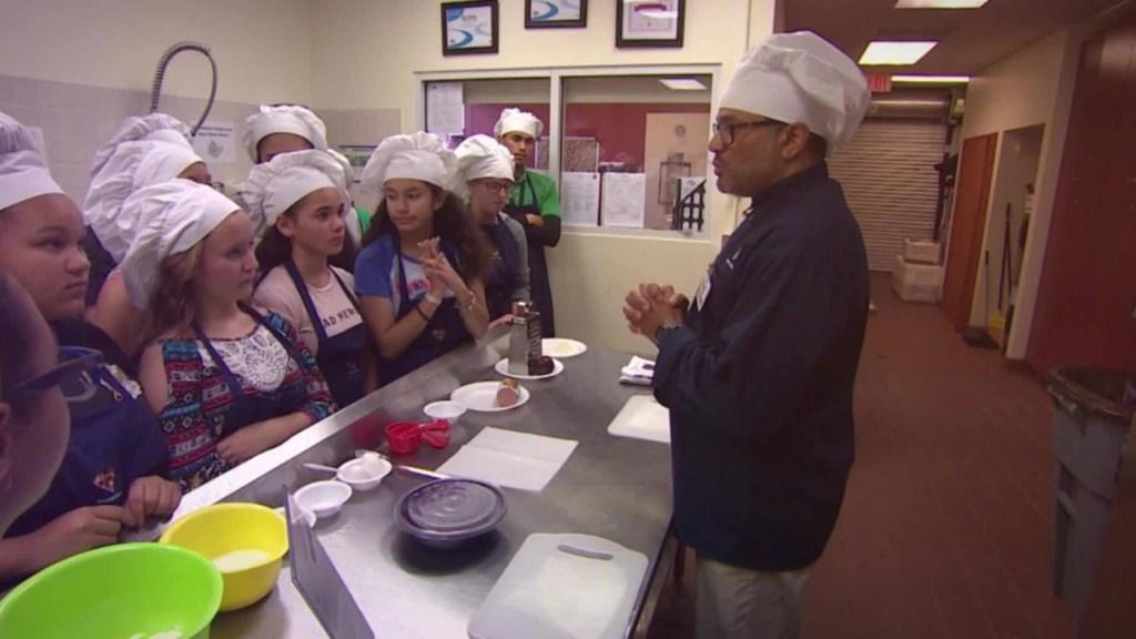 Niños que aprenden sobre cocina saludable: una estrategia contra la obesidad infantil