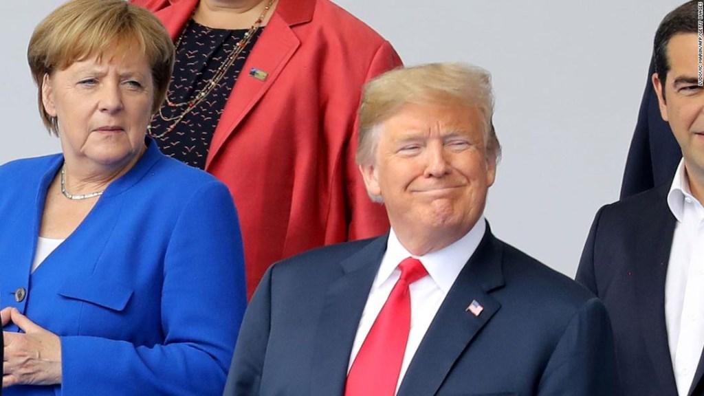 Trump junto a Angela Merkel, canciller de Alemania, durante la cumbre de la OTAN en Bruselas la semana pasada.