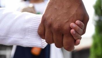 Juez en EE.UU. detiene deportaciones de familias reunificadas