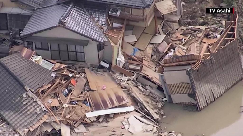 Buscan a decenas de desaparecidos por inundaciones en Japón