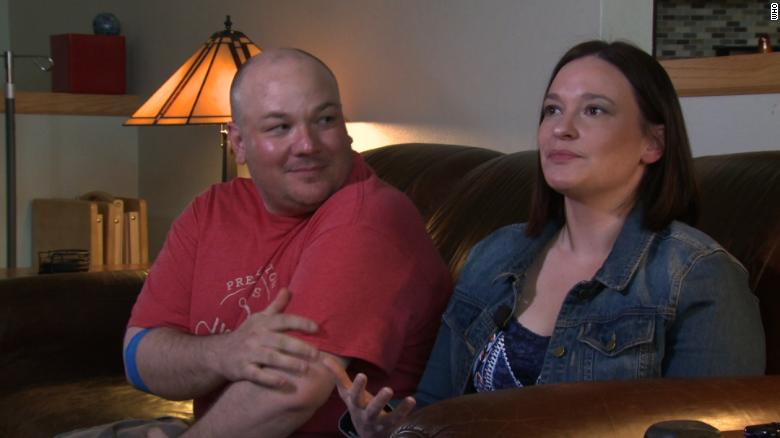 Emilie y Ryan Matthias recuerdan a su hijo Garrett.