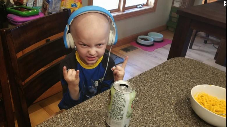 Matthias fue diagnosticado con un raro tipo de cáncer pediátrico hace nueve meses.