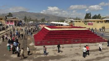 Pirámide de rosas gana el récord Guinness