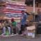 Venezolanos viven en una terminal de transporte en Ecuador