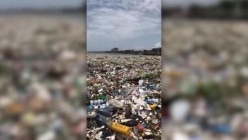 Así se ve una ola de basura en el océano
