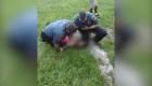 Policías reducen a la fuerza a un niño de 10 años