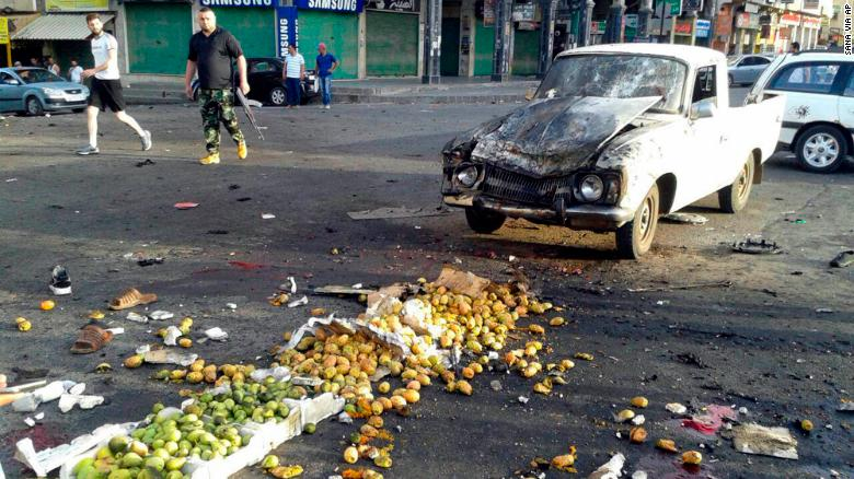 Un ataque suicida en As-Suwayda, Siria, golpeó un mercado de verduras y mató a 38 personas. (Crédito: SANA via AP)