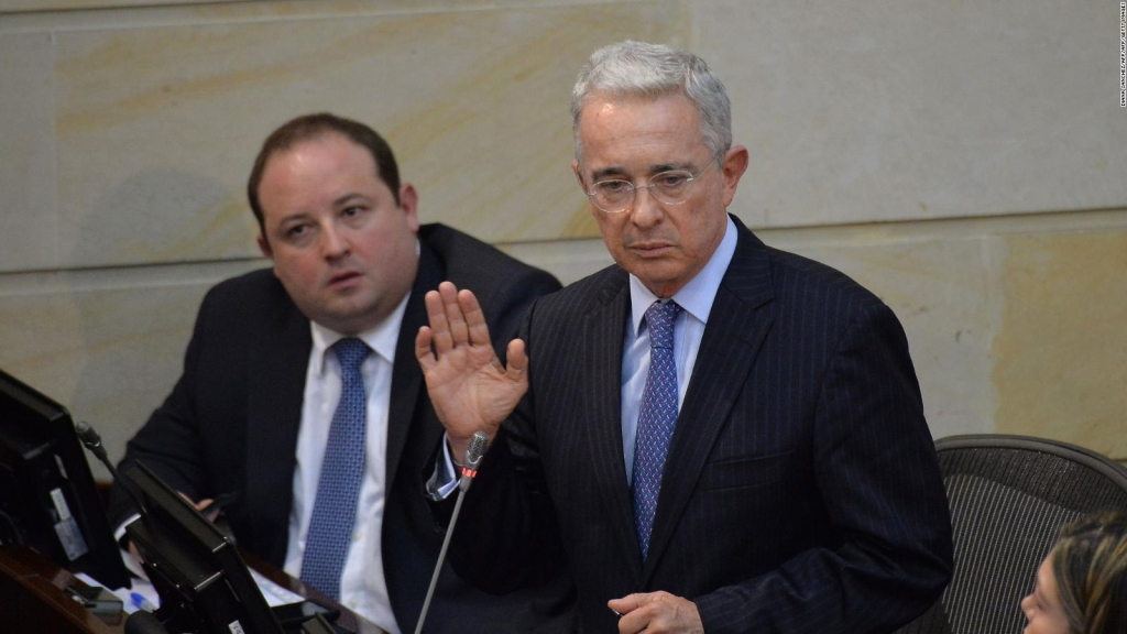 Álvaro Uribe se enfrenta ante pruebas incriminatorias